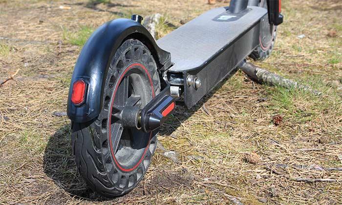 E-Wheels E2S V2 Pro 2021 - Zoomad bild på bakre punkteringsfria däcket