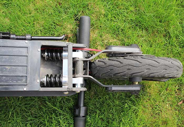 E-Wheels E2S V2 Pro 2021 - Dubbel fjädring under bakdäcket